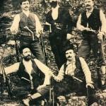 Как носили критский нож его изобретатели