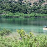 5. Озеро Курнас единственное пресноводное озеро на Крите, здесь можно покататься на катамаране, покупаться.